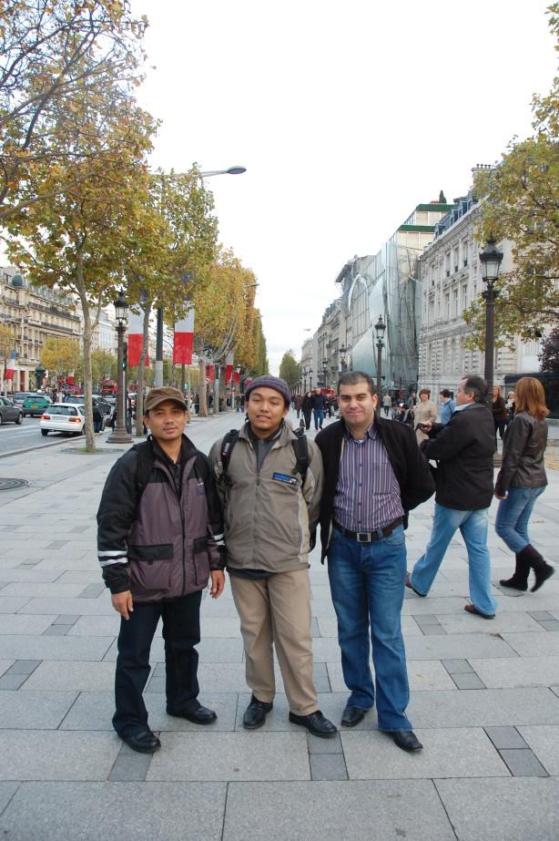 ich war in der Avenue des Champs Elysees mit Freunde